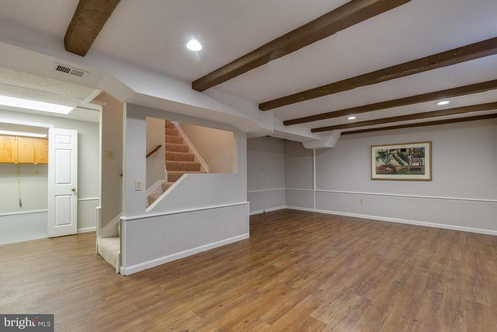 Open basement perfect for movies and game night - 5912 NEW ENGLAND WOODS DR, BURKE
