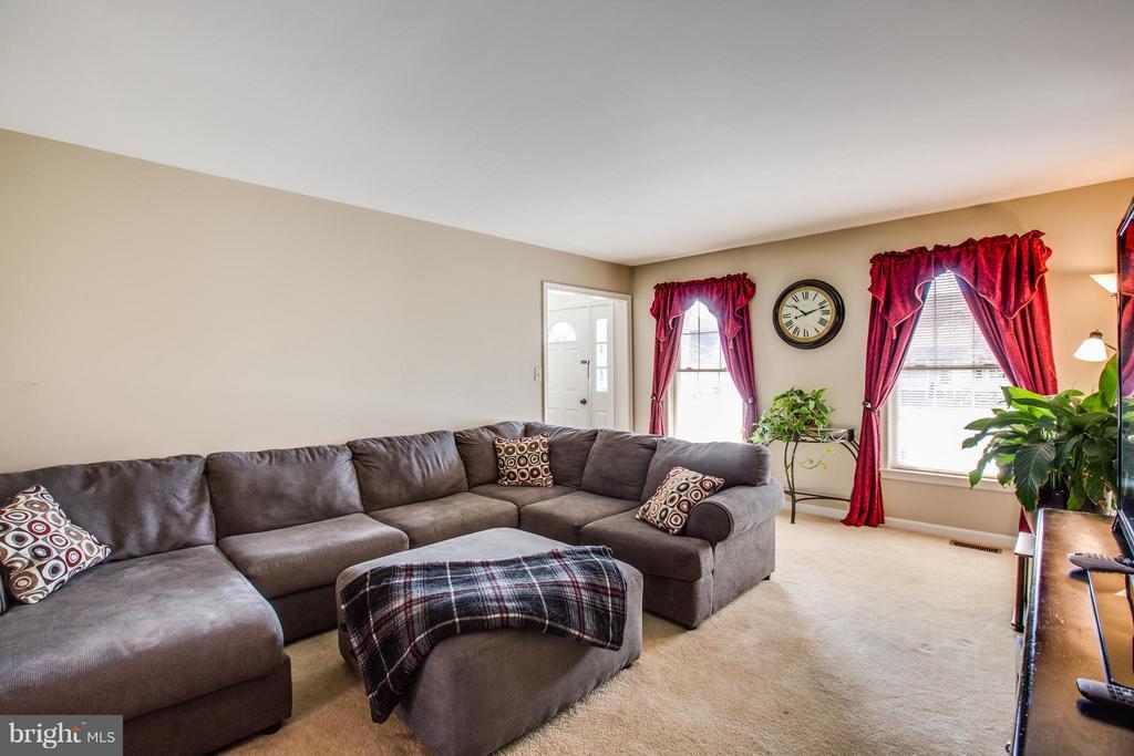 Living Room - 7415 STERLING DR, FREDERICKSBURG