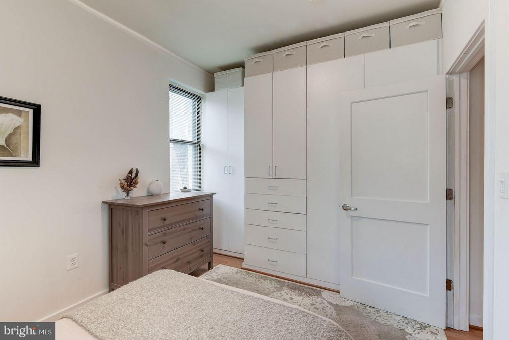 Great Built-Ins - 116 NORTH CAROLINA AVE SE #204, WASHINGTON