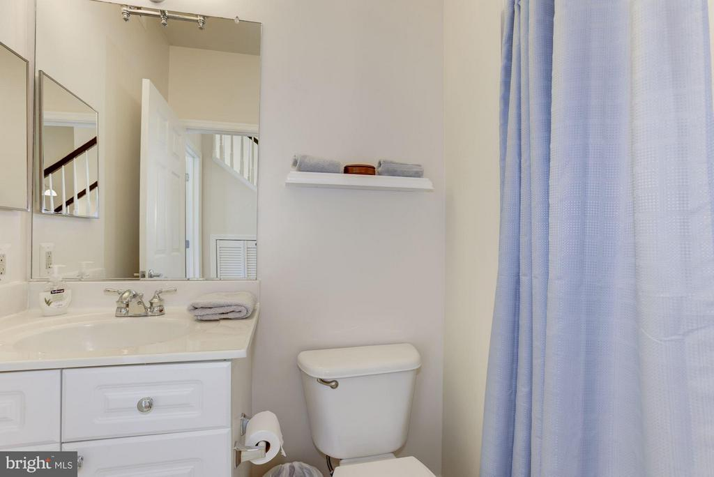 Full bath fro Bedroom #2 - 801 GREENBRIER ST #408, ARLINGTON