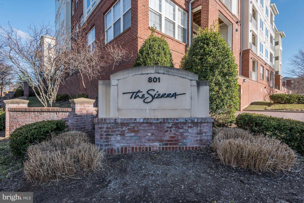 An Arlington boutique condo with 96 units. - 801 GREENBRIER ST #408, ARLINGTON