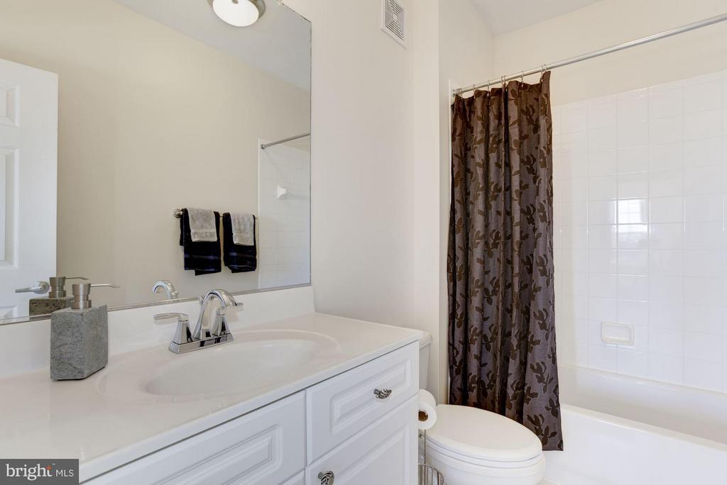 Full owner's bath - 801 GREENBRIER ST #408, ARLINGTON