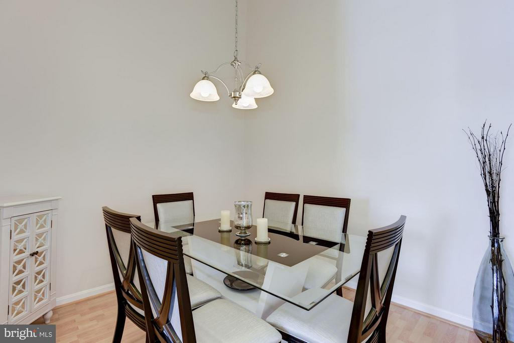 A separate formal dining Room - 801 GREENBRIER ST #408, ARLINGTON