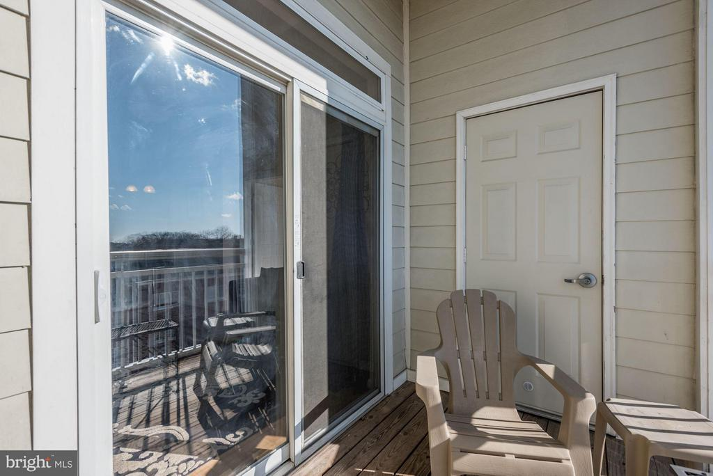 Use the balcony to catch some rays - 801 GREENBRIER ST #408, ARLINGTON