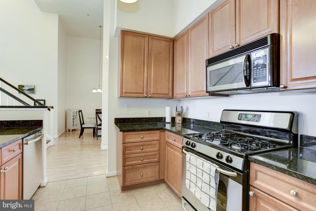 A well appointed kitchen - 801 GREENBRIER ST #408, ARLINGTON