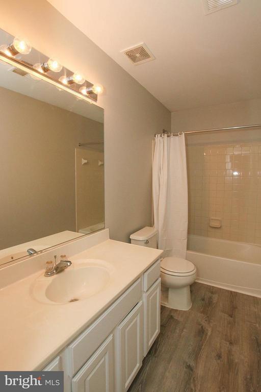 Hall bath - 108 CHARDIN CT, MARTINSBURG