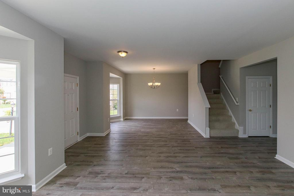 Beautifully updated from top to bottom - 108 CHARDIN CT, MARTINSBURG