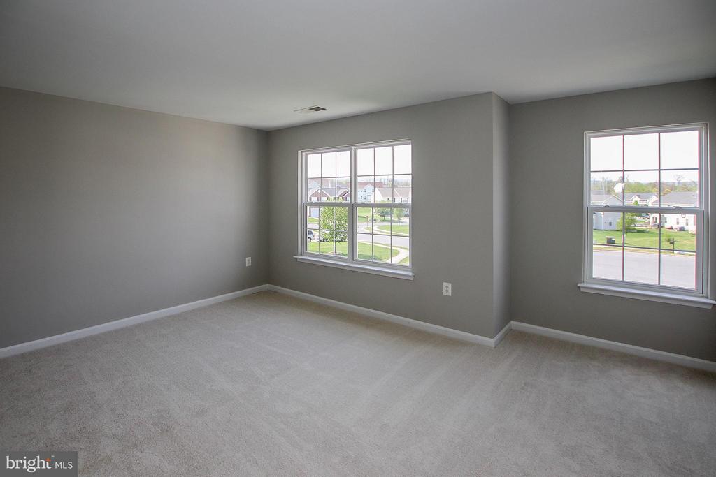 Spacious 3rd bedroom - 108 CHARDIN CT, MARTINSBURG