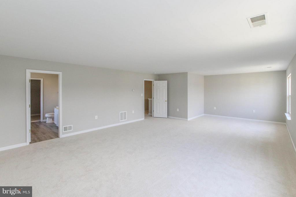 Bedroom (Master) - 108 CHARDIN CT, MARTINSBURG