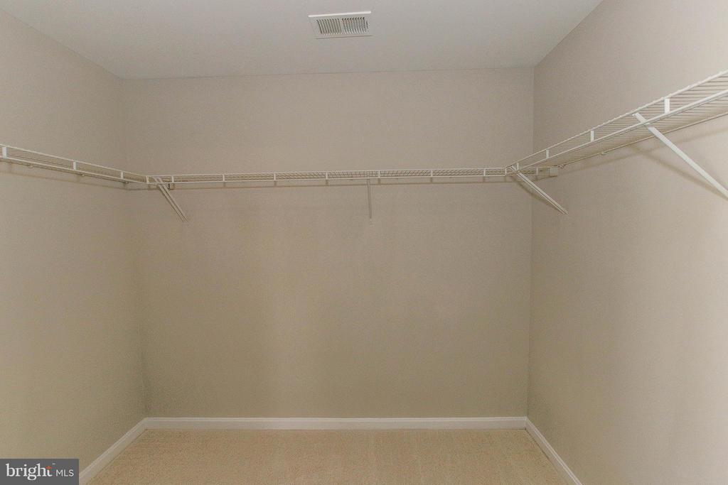 Large walk in closet - 108 CHARDIN CT, MARTINSBURG