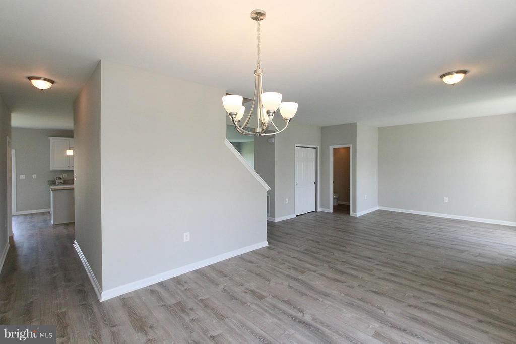 Spacious open floor plan - 108 CHARDIN CT, MARTINSBURG