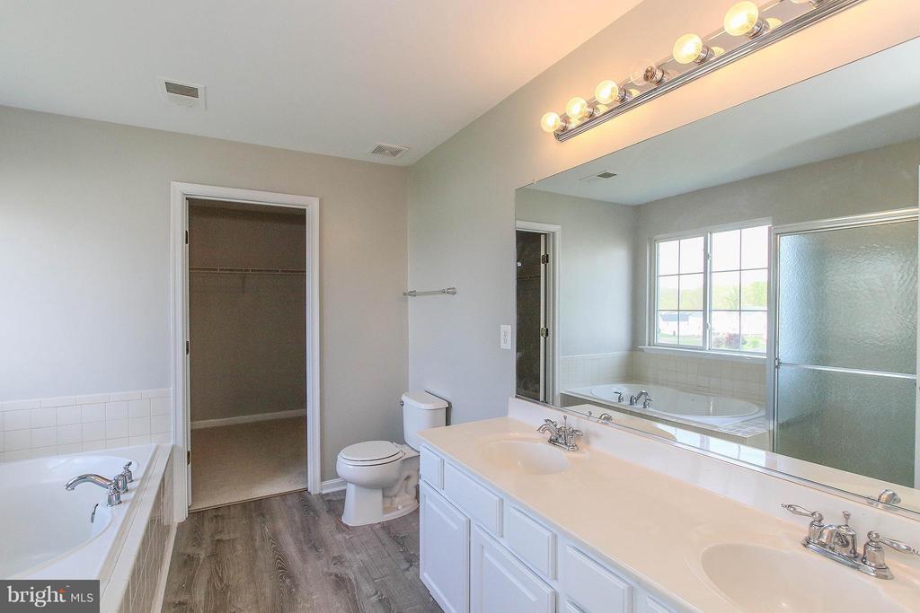 Luxurious master bath - 108 CHARDIN CT, MARTINSBURG