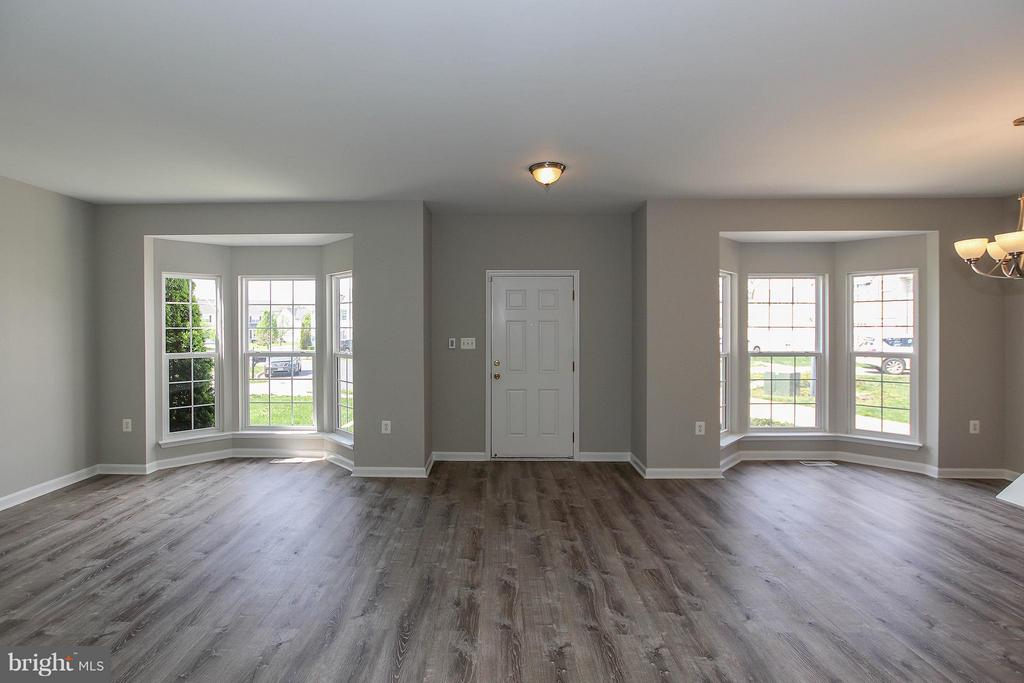 Lg bay windows in both the living and dining rooms - 108 CHARDIN CT, MARTINSBURG