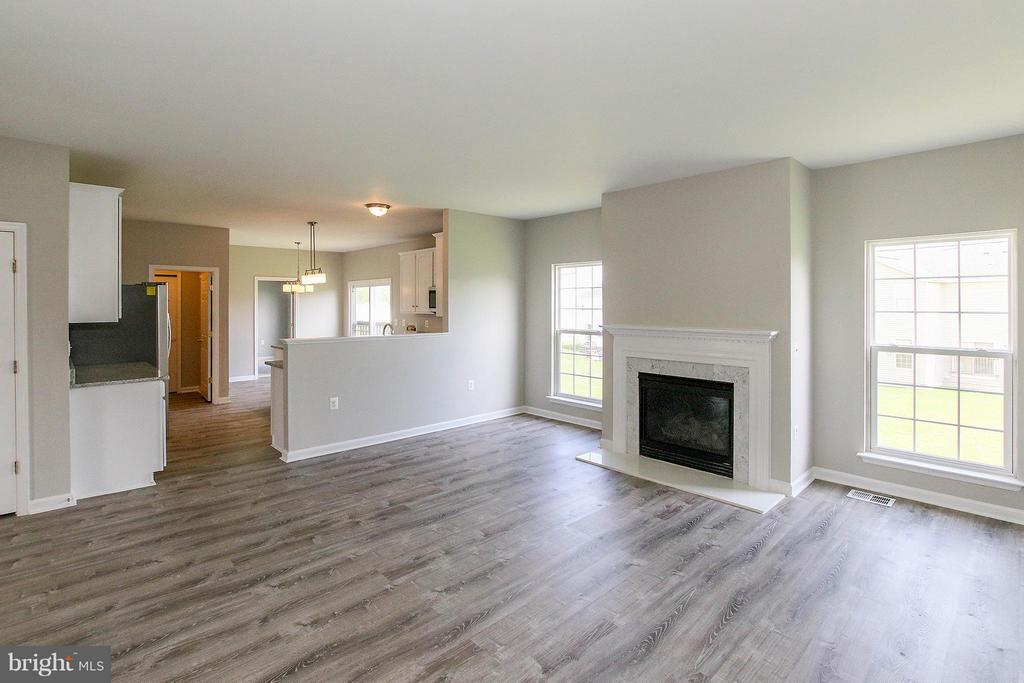 New flooring and freshly painted throughout - 108 CHARDIN CT, MARTINSBURG