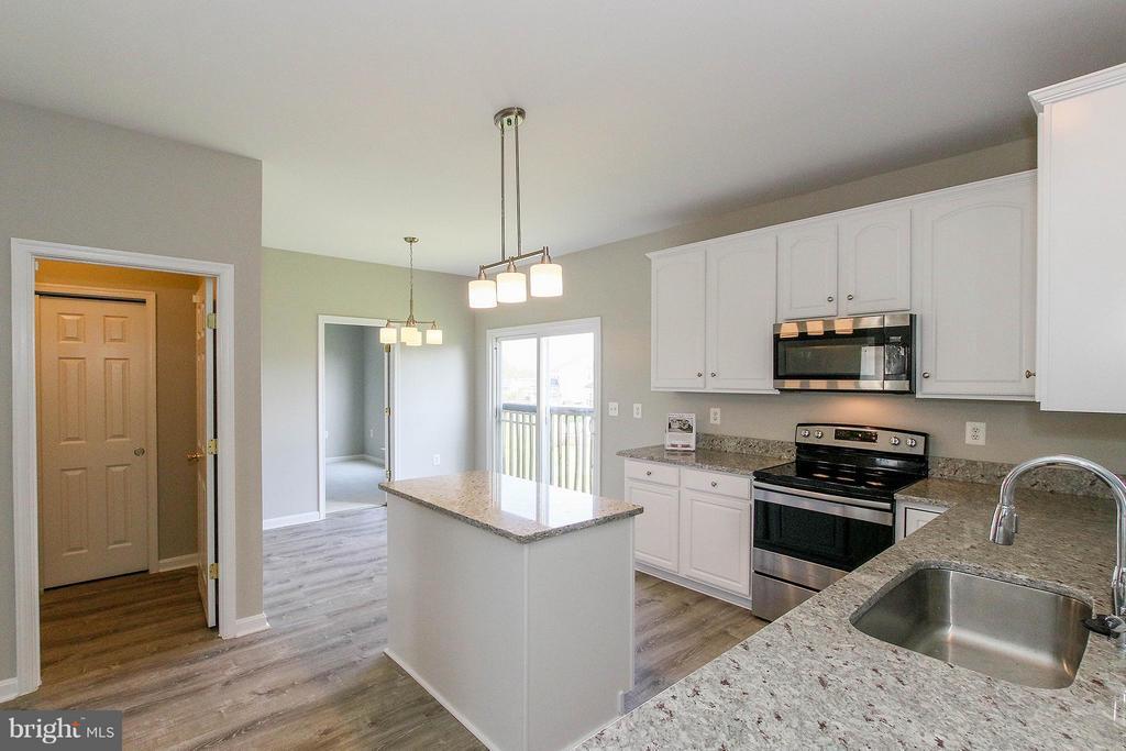 Bright, sun-filled kitchen with breakfast room - 108 CHARDIN CT, MARTINSBURG