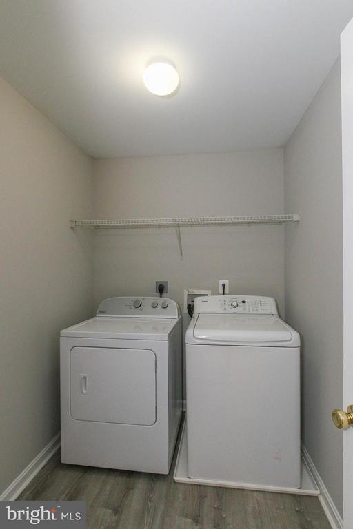 Convenient upper level laundry - 108 CHARDIN CT, MARTINSBURG