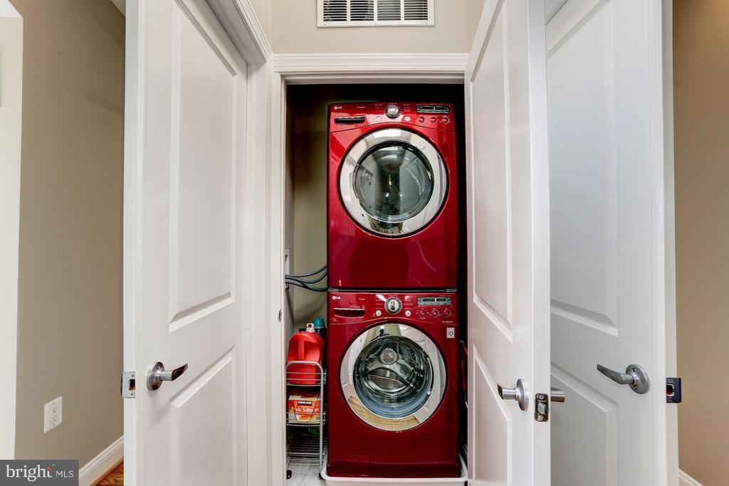 Second Floor Washer and Dryer - 2008 HAMLIN ST NE, WASHINGTON