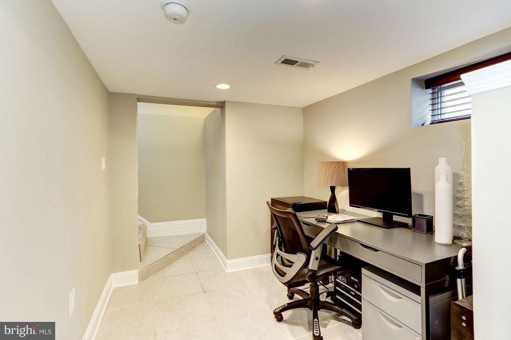 Additional Second Home Office Area - 2008 HAMLIN ST NE, WASHINGTON