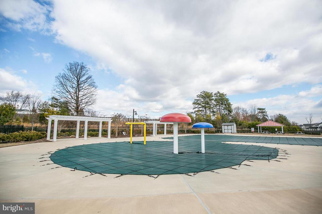 Community Winter - Pool is Closed - 108 SAGINAW DR #405, STAFFORD
