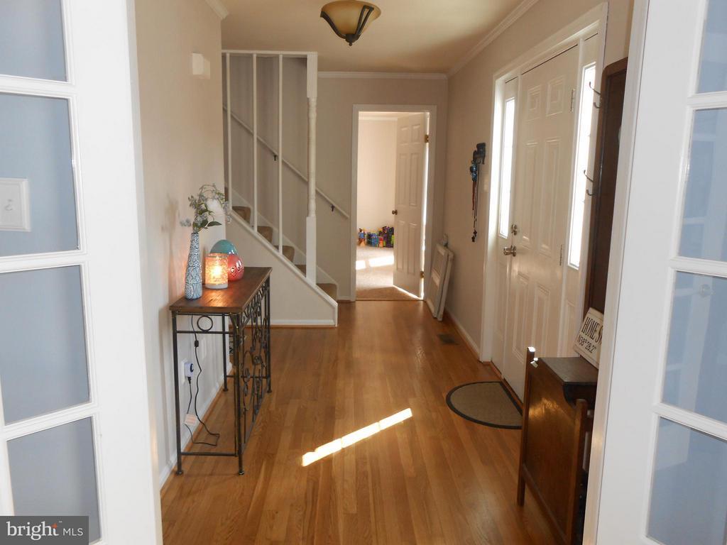 Foyer 11x6 - 200 BEACON CV, STAFFORD