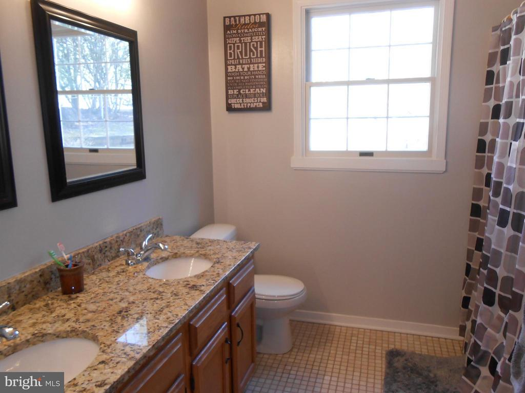 Hall Full Bath-Ceramic Tile & Granite - 200 BEACON CV, STAFFORD