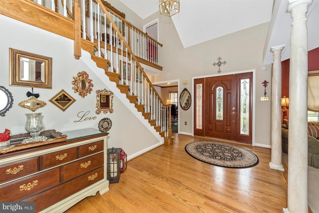 foyer with living room and office area - 7902 W BROOKRIDGE DR, MIDDLETOWN