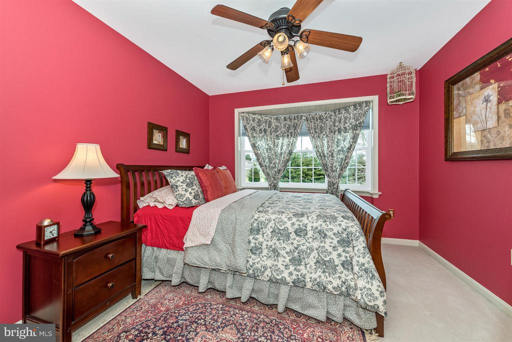 upper level bedroom - 7902 W BROOKRIDGE DR, MIDDLETOWN