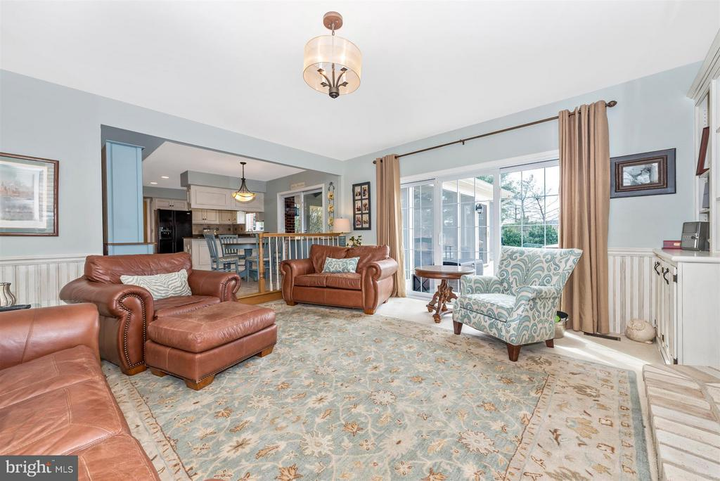 Family Room - 7902 W BROOKRIDGE DR, MIDDLETOWN