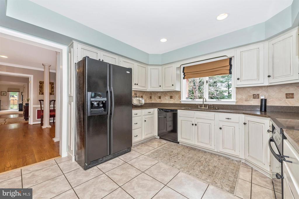 Kitchen - 7902 W BROOKRIDGE DR, MIDDLETOWN