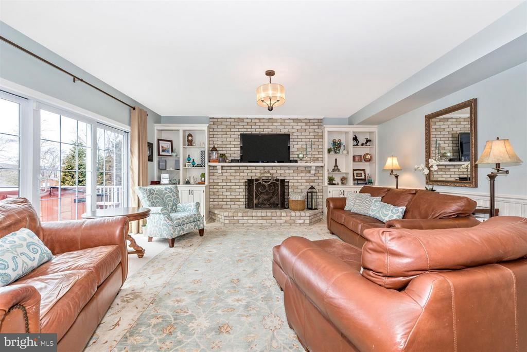 Family Room with fireplace and mountain views - 7902 W BROOKRIDGE DR, MIDDLETOWN