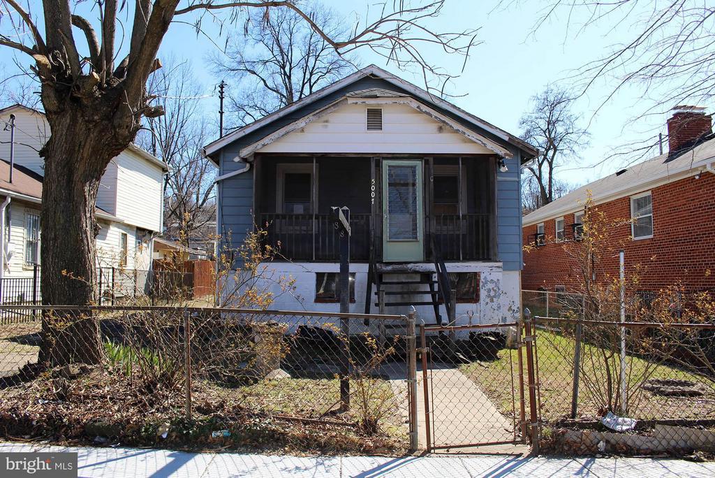 Exterior (Front) 10 minute walk to Deanwood Metro - 5007 LEE ST NE, WASHINGTON