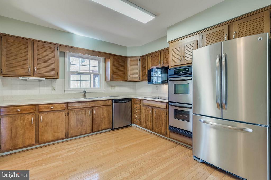 Kitchen - 9130 CHERRYTREE DR, ALEXANDRIA