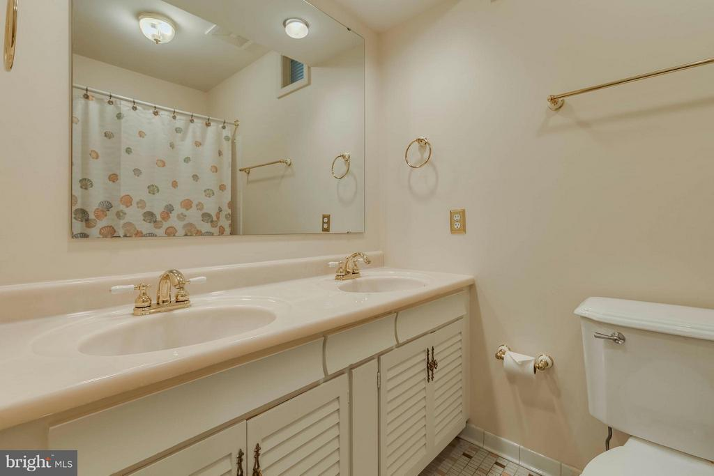 Bath - 9130 CHERRYTREE DR, ALEXANDRIA