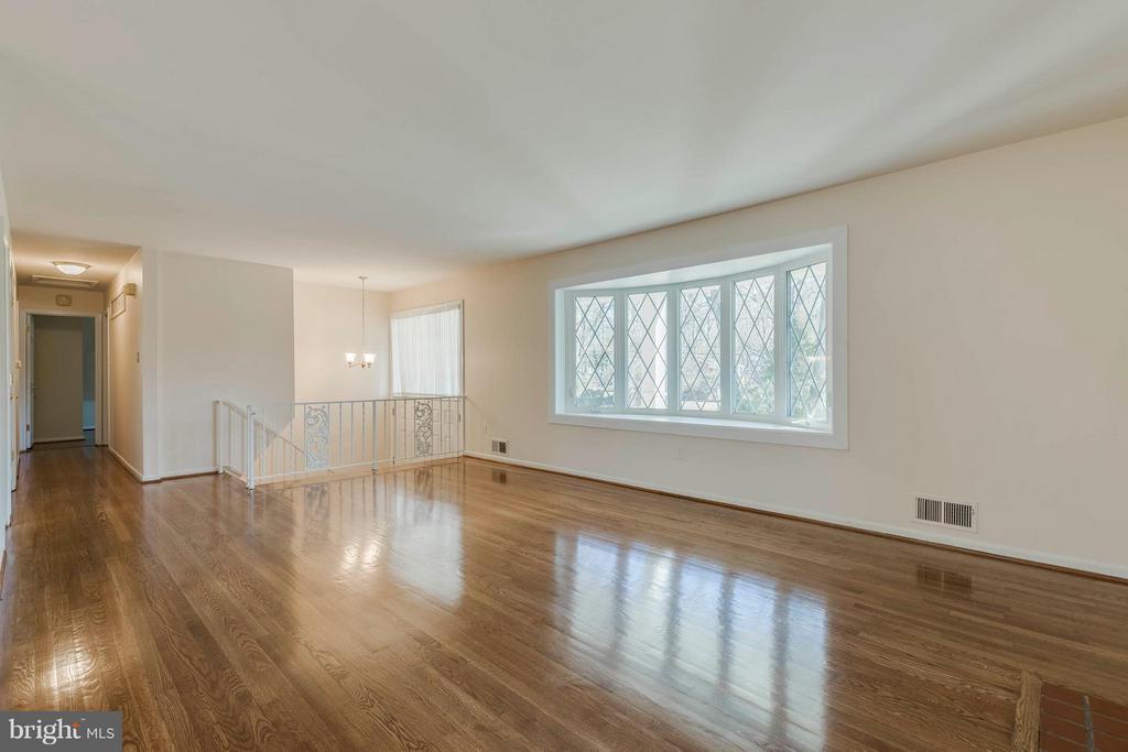 Living Room - 9130 CHERRYTREE DR, ALEXANDRIA