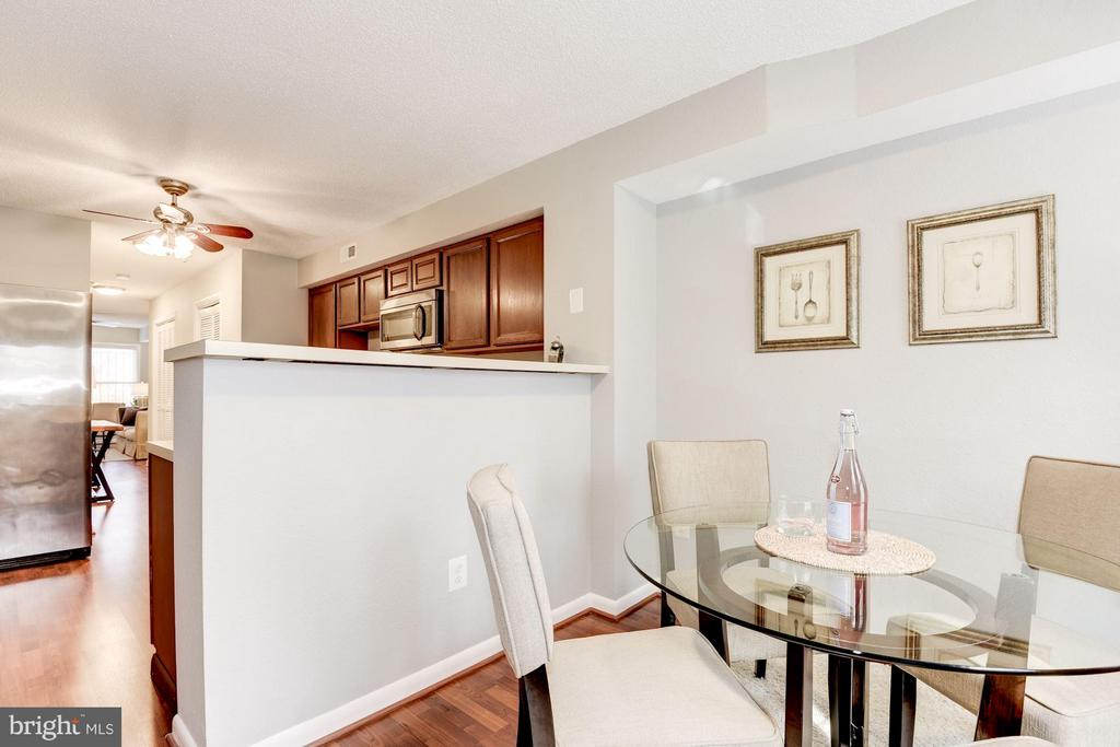 Dining Room Open to Kitchen - 11161/2 PRINCESS ST, ALEXANDRIA