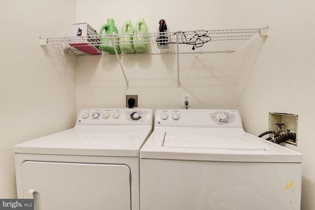 2nd Floor washer & Dryer - 11161/2 PRINCESS ST, ALEXANDRIA