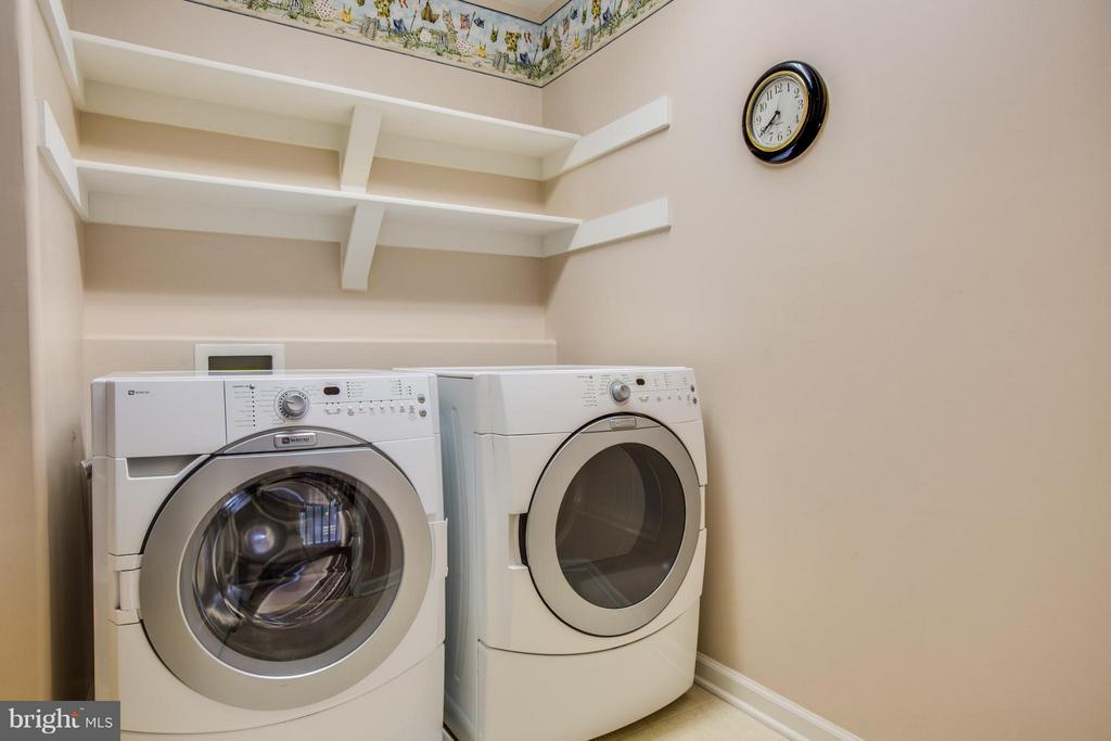Upper level laundry with abundant storage - 229 SAINT MARYS LN, STAFFORD