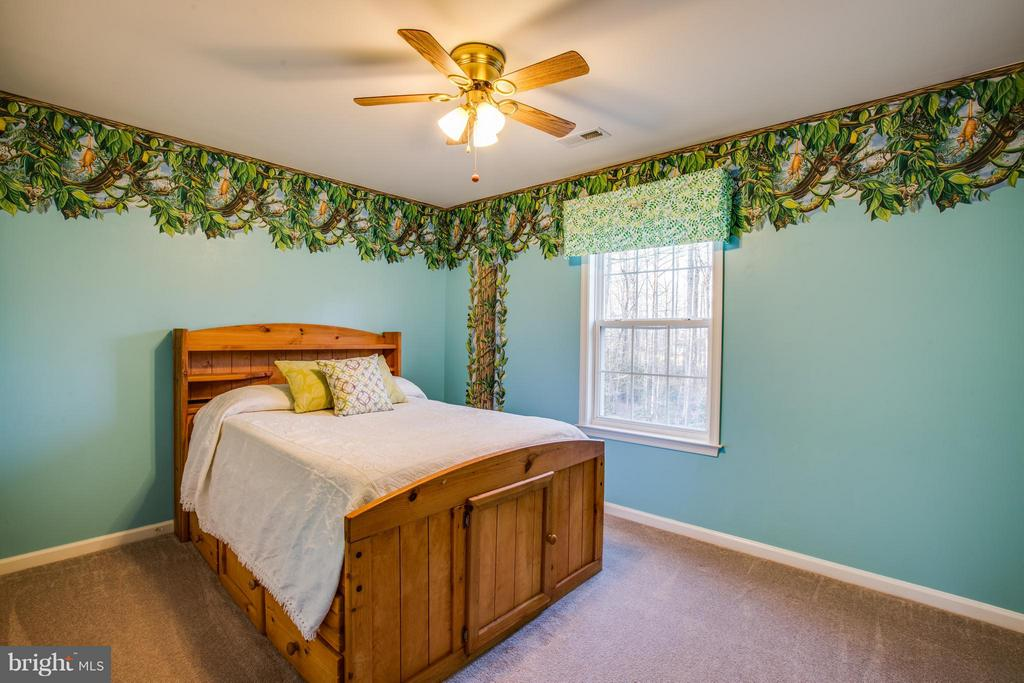 4th bedroom w/grand views of the wooded backyard! - 229 SAINT MARYS LN, STAFFORD