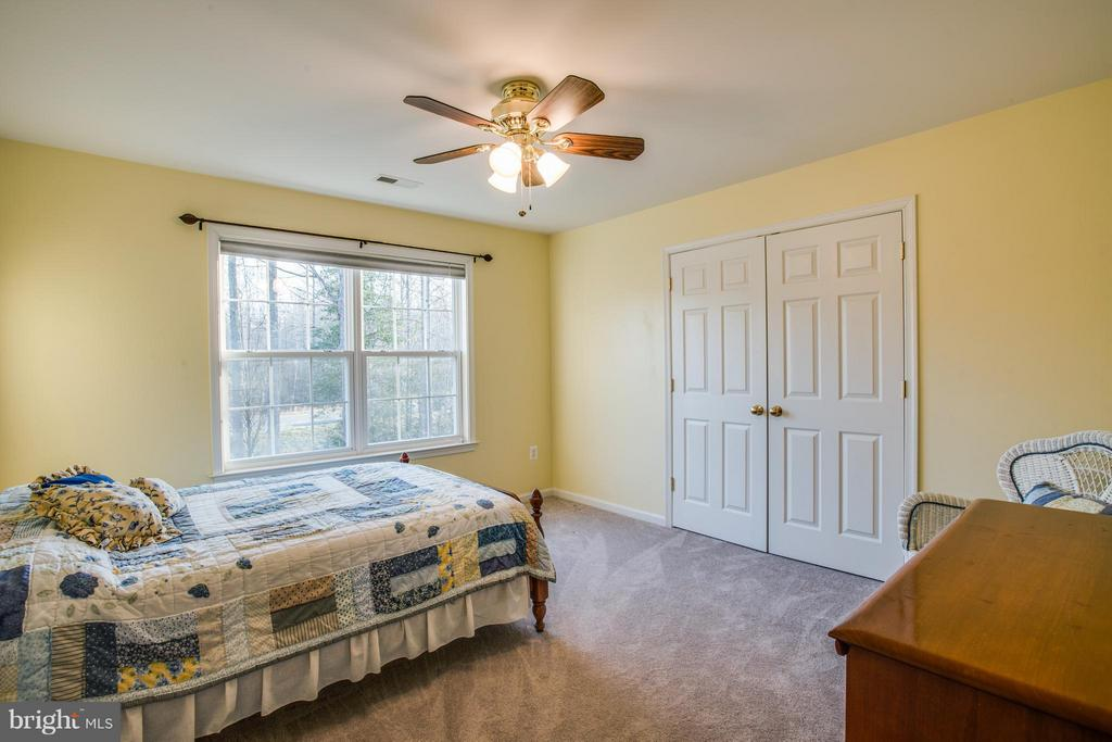 Second bedroom with private bathroom. - 229 SAINT MARYS LN, STAFFORD