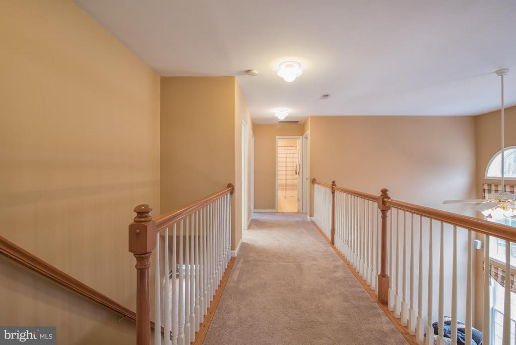 Comfy! New carpet on upper & lower levels! - 229 SAINT MARYS LN, STAFFORD