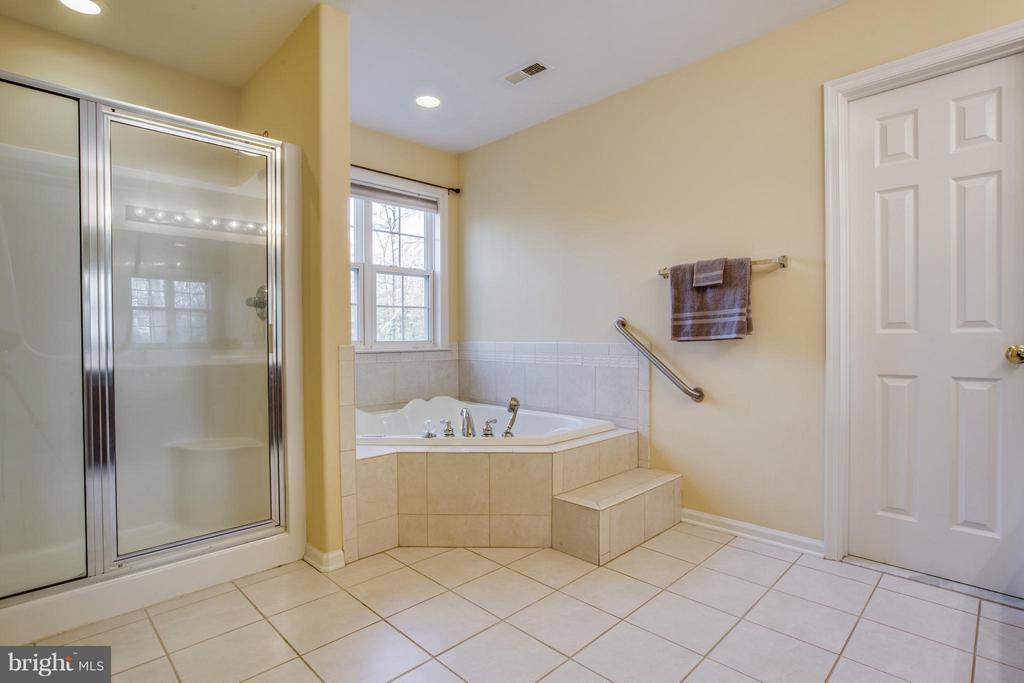 Relax! Jetted soaking tub & separate shower. - 229 SAINT MARYS LN, STAFFORD
