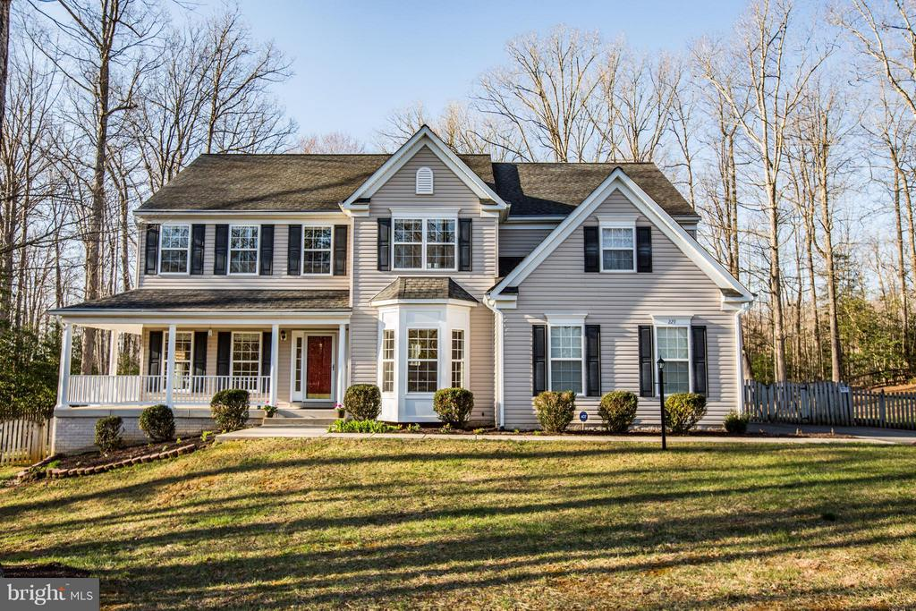 Magnificent Colonial on 3.44 private acres! - 229 SAINT MARYS LN, STAFFORD