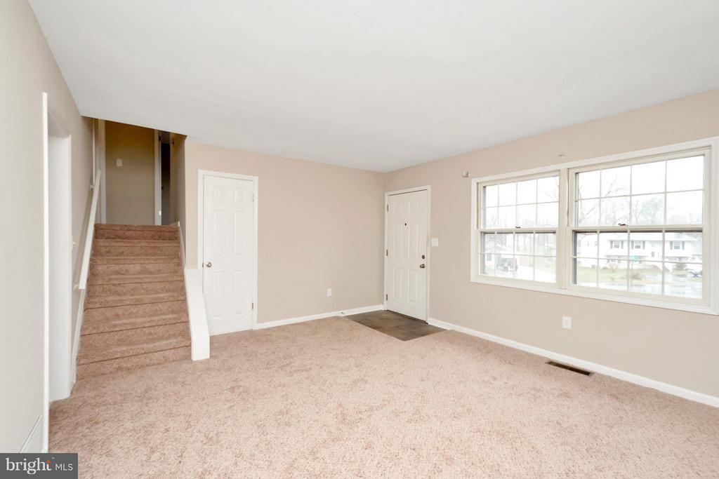 Living Room - 807 SALEM DR, FREDERICKSBURG