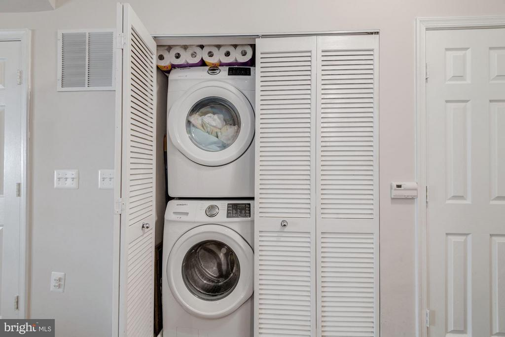 Washer/dryer on the main level - 2765 CENTERBORO DR #159, VIENNA