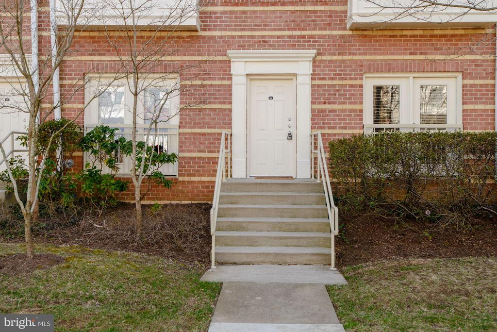 Direct access from the street (1 of 2 entrances) - 2765 CENTERBORO DR #159, VIENNA