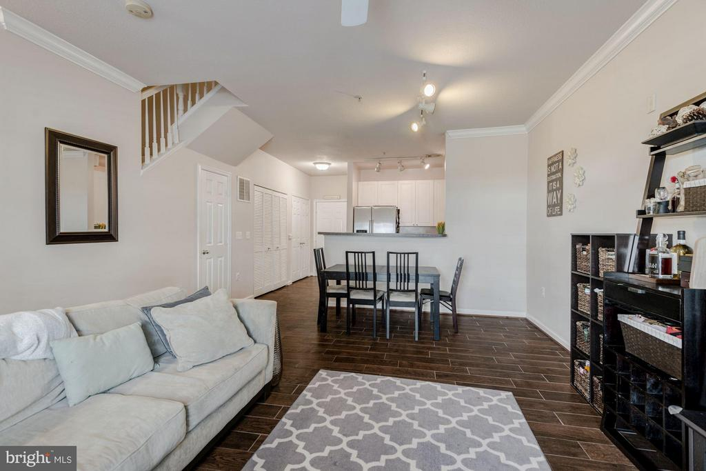 Living and dining area - 2765 CENTERBORO DR #159, VIENNA
