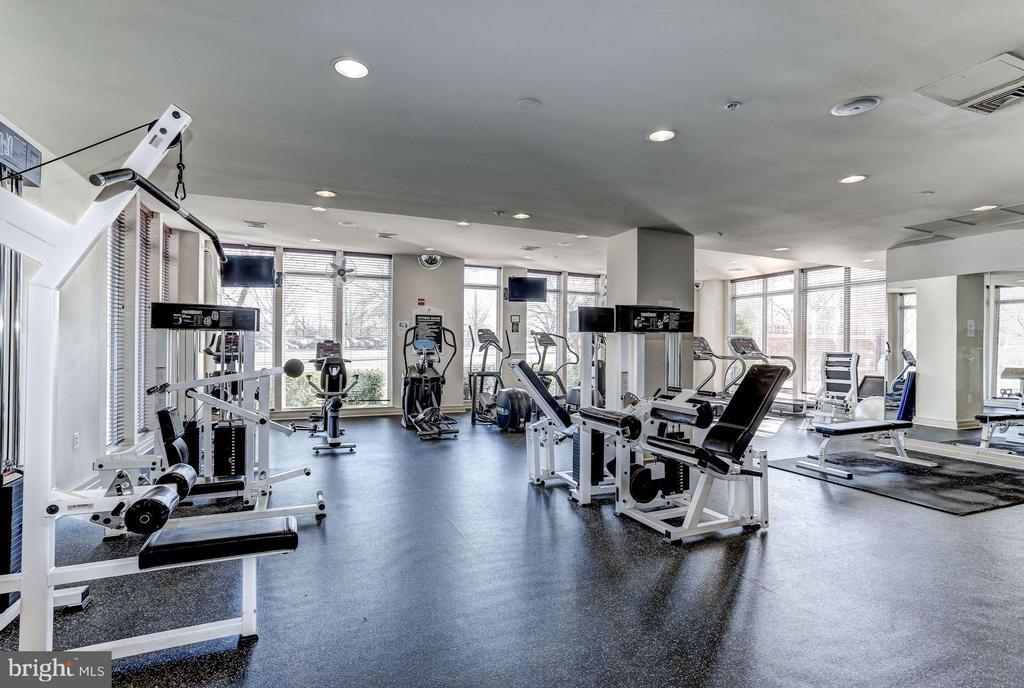 Fitness center - 2765 CENTERBORO DR #159, VIENNA