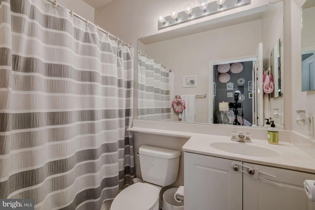 Master bathroom - 2765 CENTERBORO DR #159, VIENNA