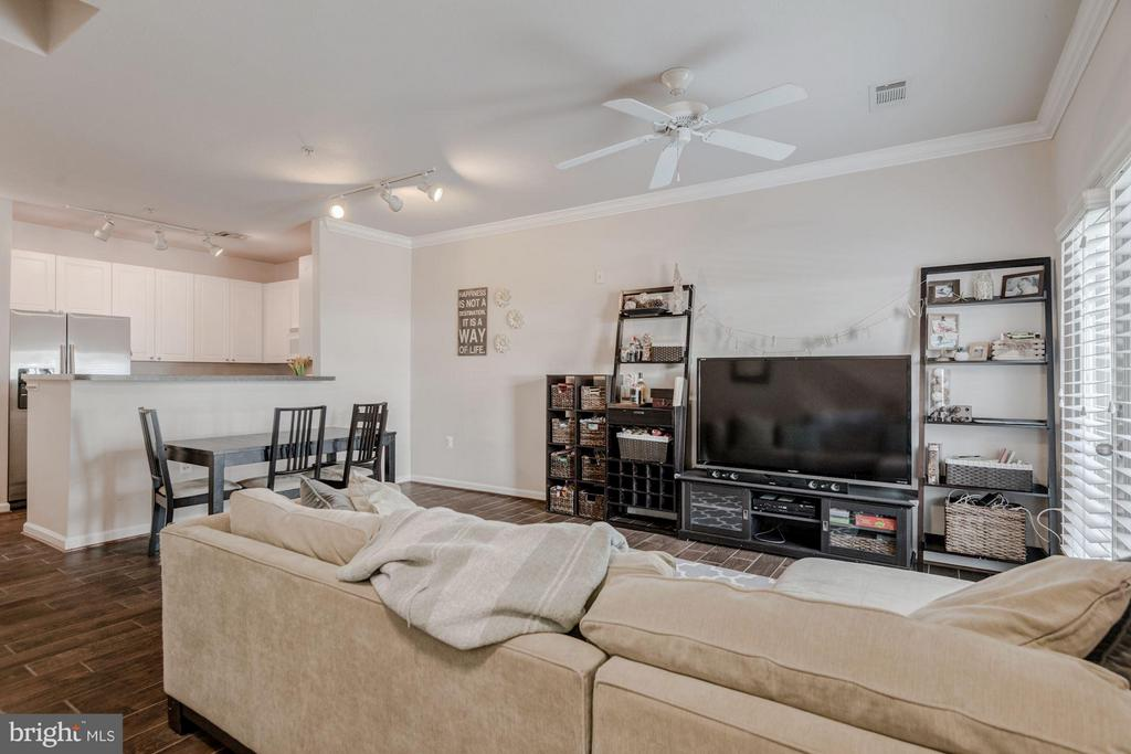 Open layout -- almost 1,100 square feet - 2765 CENTERBORO DR #159, VIENNA