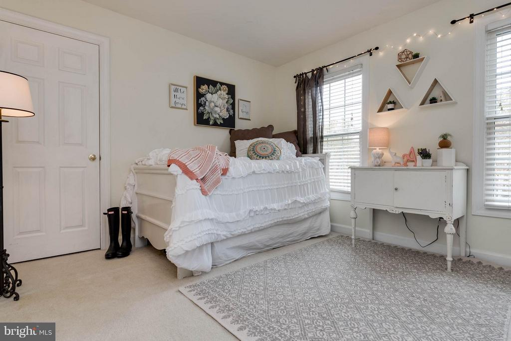 Bedroom #5 - 43345 ROYAL BURKEDALE ST, CHANTILLY